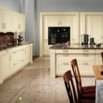 кухня ванильного цвета фото интерьера