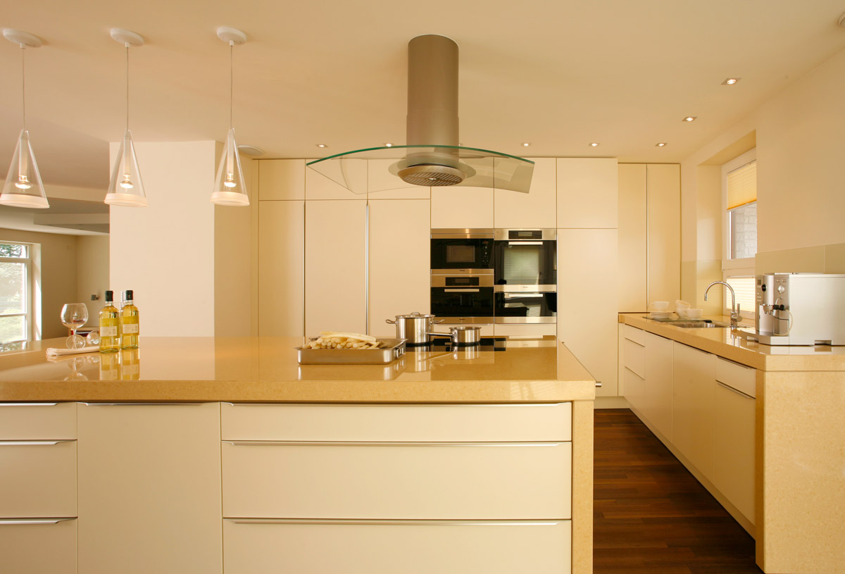 кухня ванильного цвета дизайн