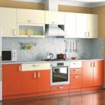 кухня ванильного цвета с оранжевым