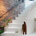 лестница на второй этаж в частном доме декор