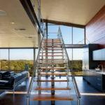 лестница на второй этаж в частном доме декор фото