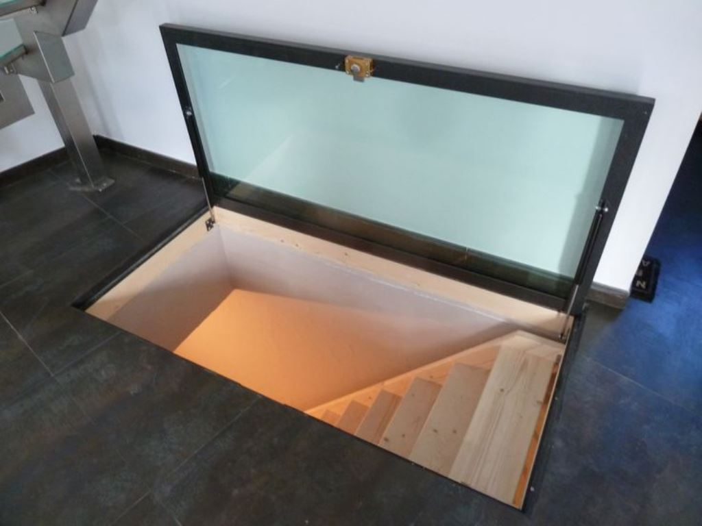 люк в подвал стеклянный