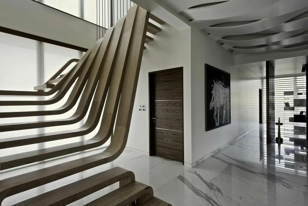 необычная лестница на второй этаж в частном доме
