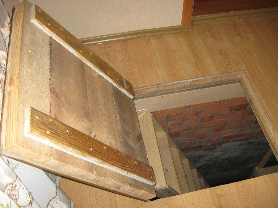 люк в подвал деревянный