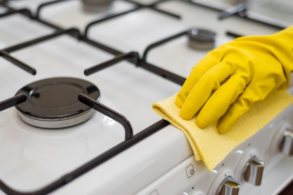 очистить решетку с газовой плиты