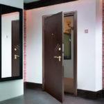 отделка входной двери интерьер