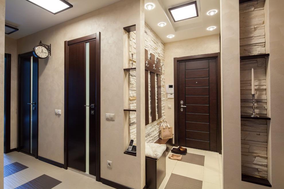 входная дверь в квартиру с обшивкой