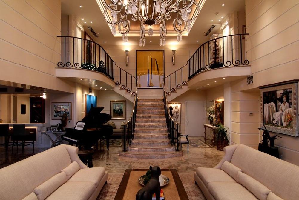 раздвоенная лестница на второй этаж в частном доме