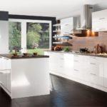 современная белая кухня интерьер фото