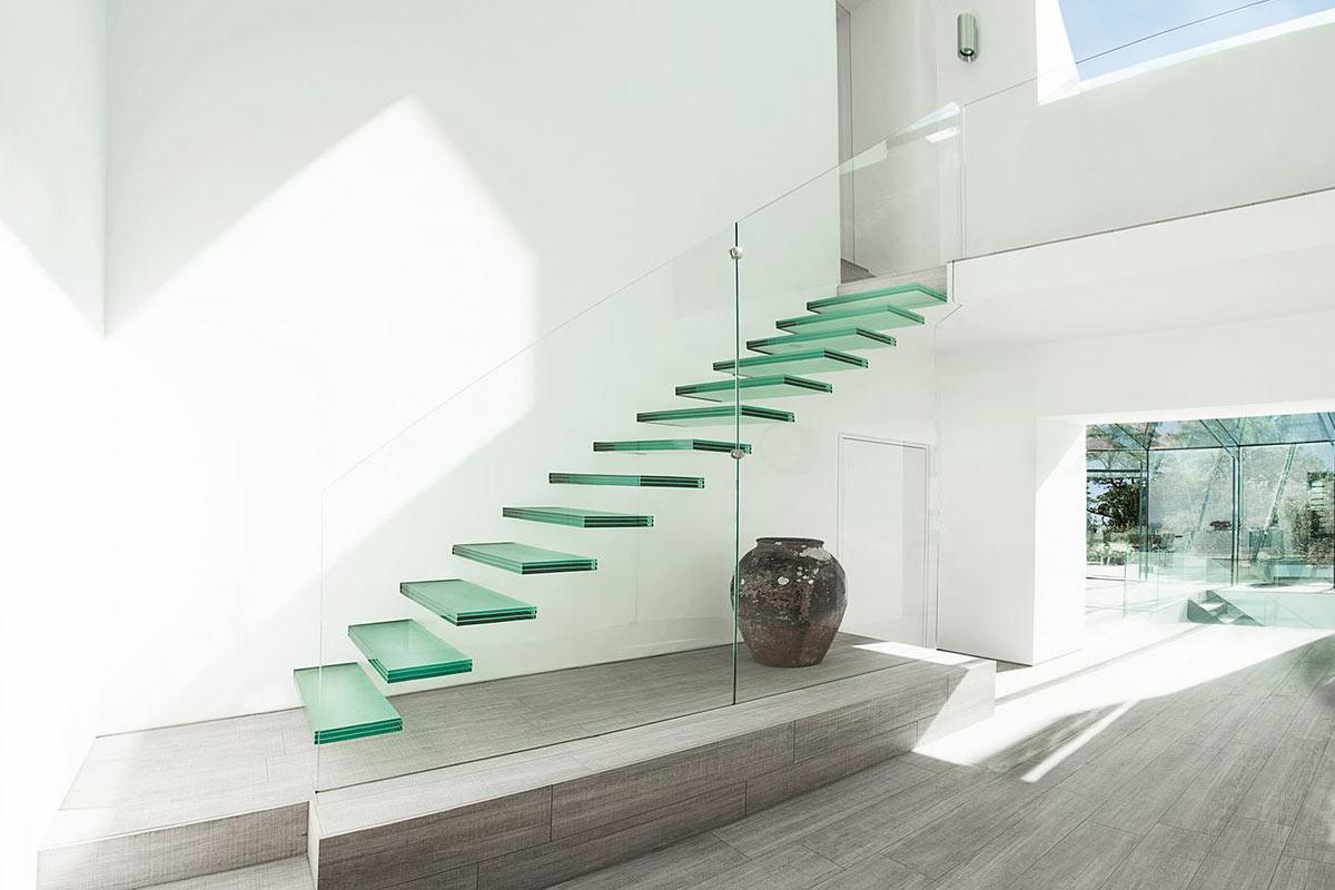 стеклянная лестница на второй этаж в частном доме