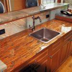 столешница из дерева для кухни фото интерьер