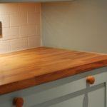 столешница из дерева для кухни оформление фото