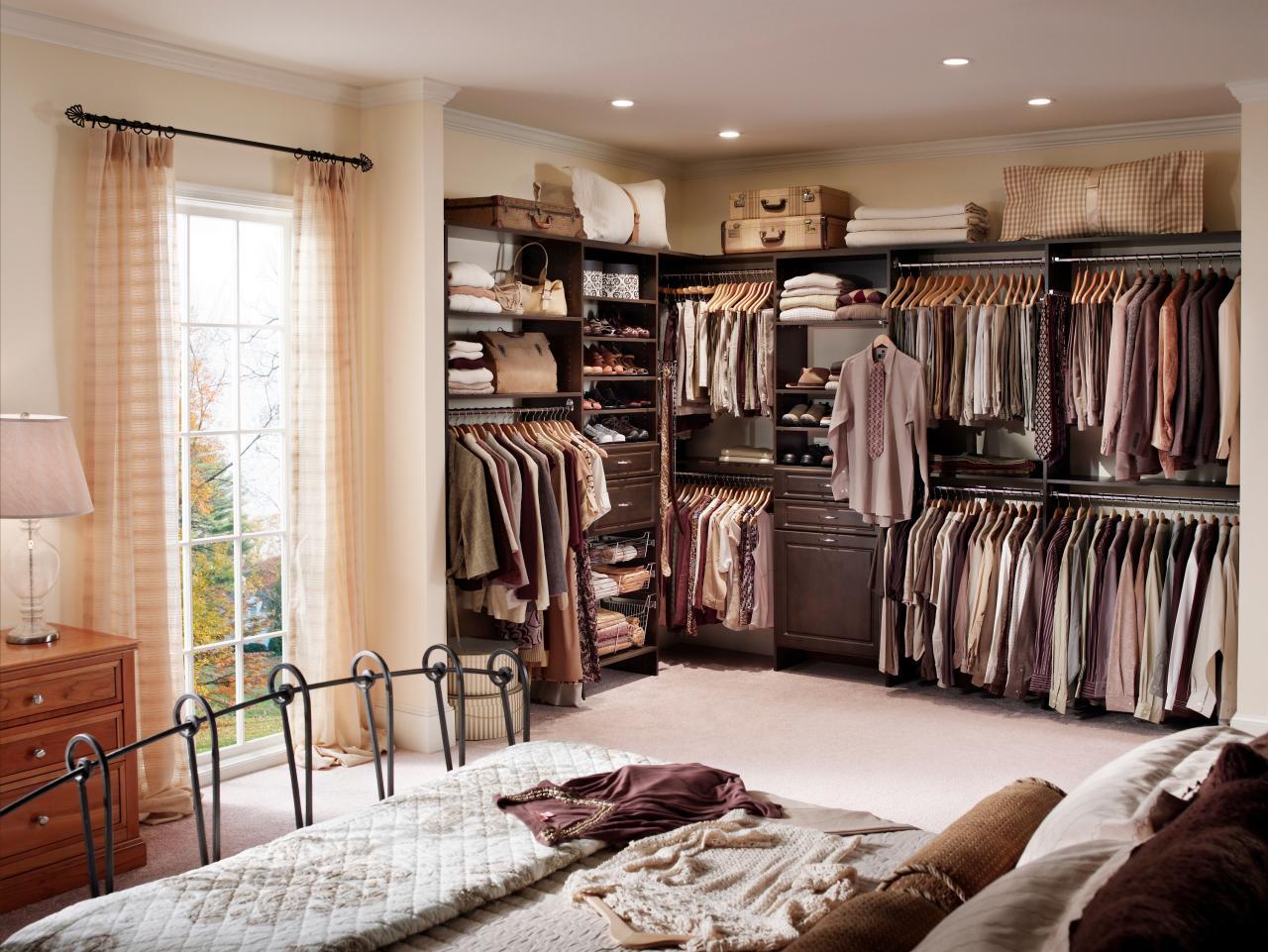 открытый тип гардеробной в спальне