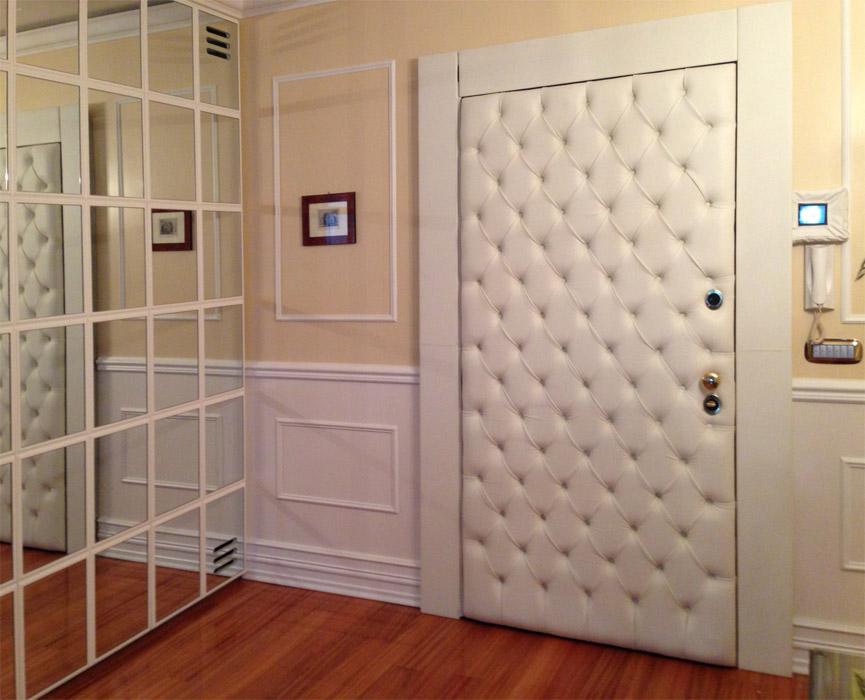 входная дверь в квартиру с обивкой
