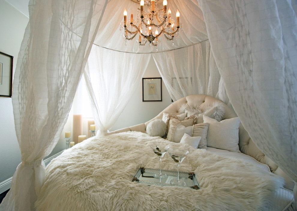 балдахин над кроватью двуспальной