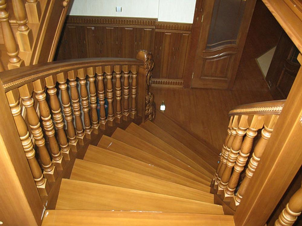 балясины для лестницы деревянные
