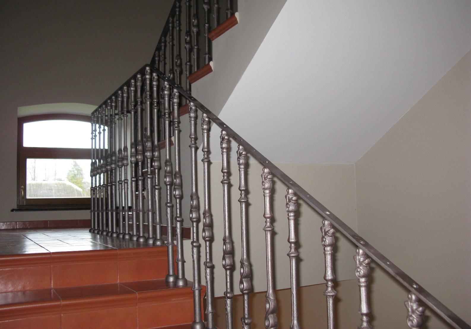 балясины для лестницы стальные