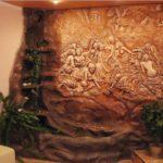 барельеф на стенах интерьер