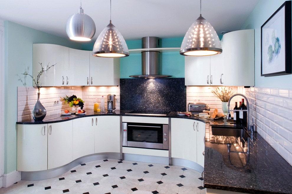 белая кухня с чёрной столешницей авангард