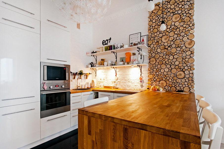 белая кухня с деревянной столешницей эко стиль