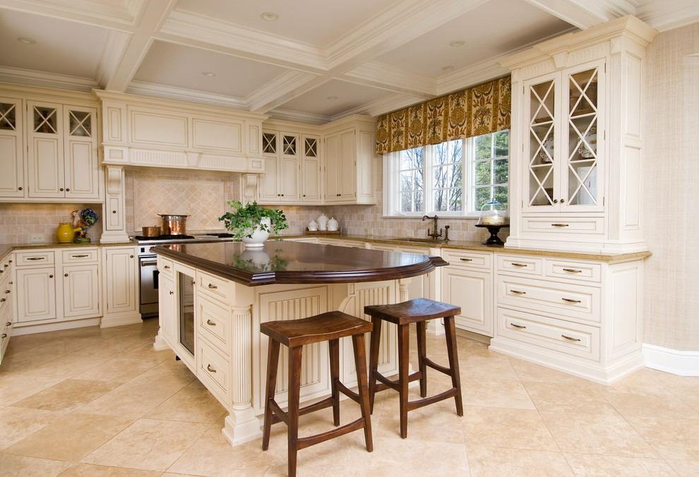 белая кухня с деревянной столешницей классика