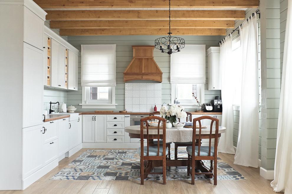 белая кухня с деревянной столешницей прованс