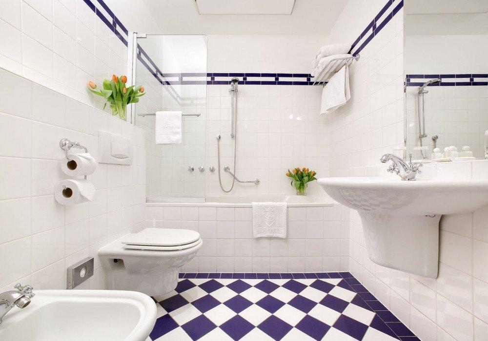 белая ванная комната мебель