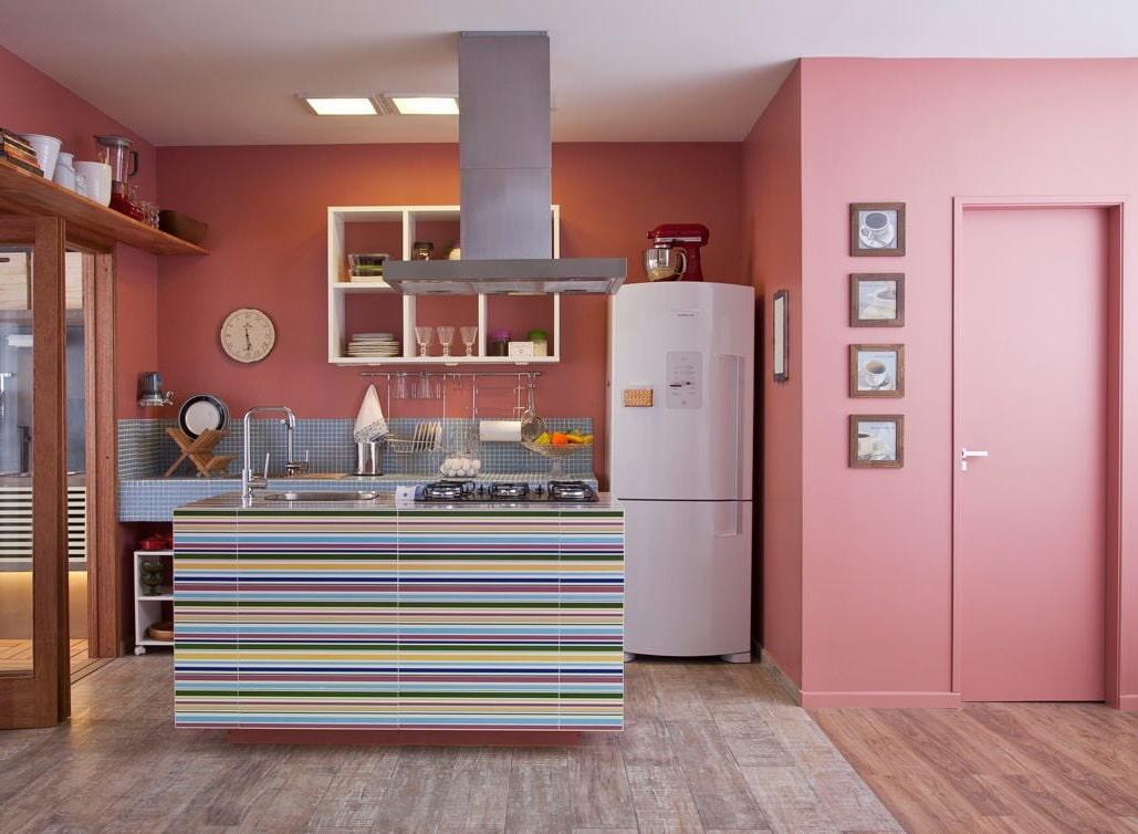 розовый цвет стен на кухне