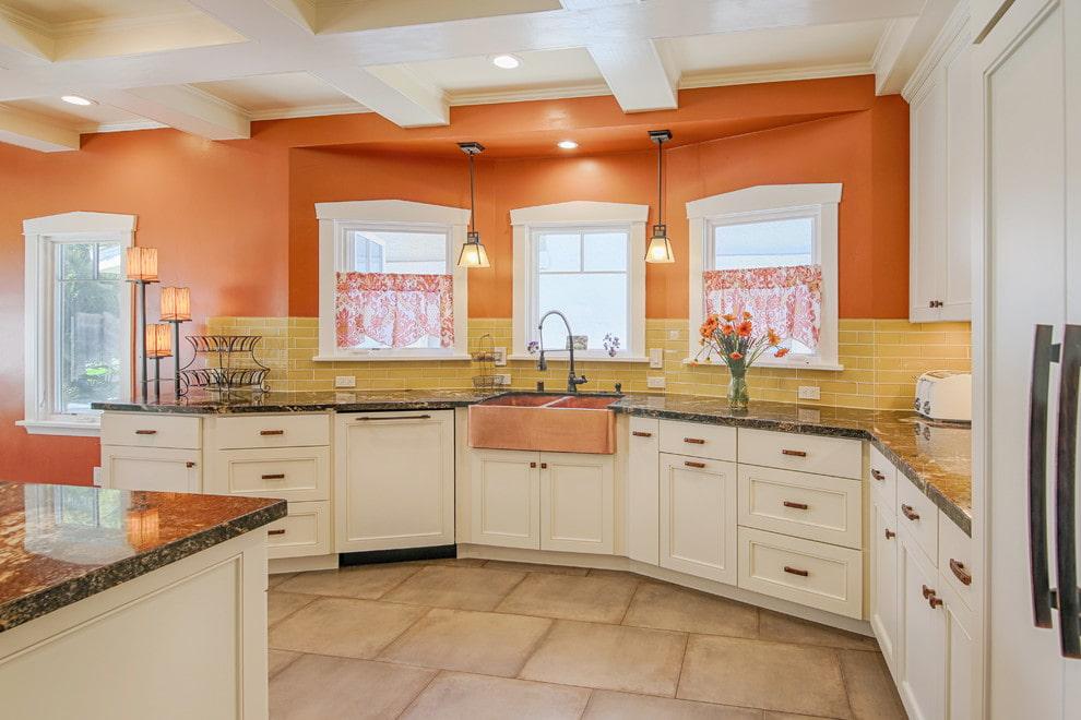 оранжевый цвет стен на кухне