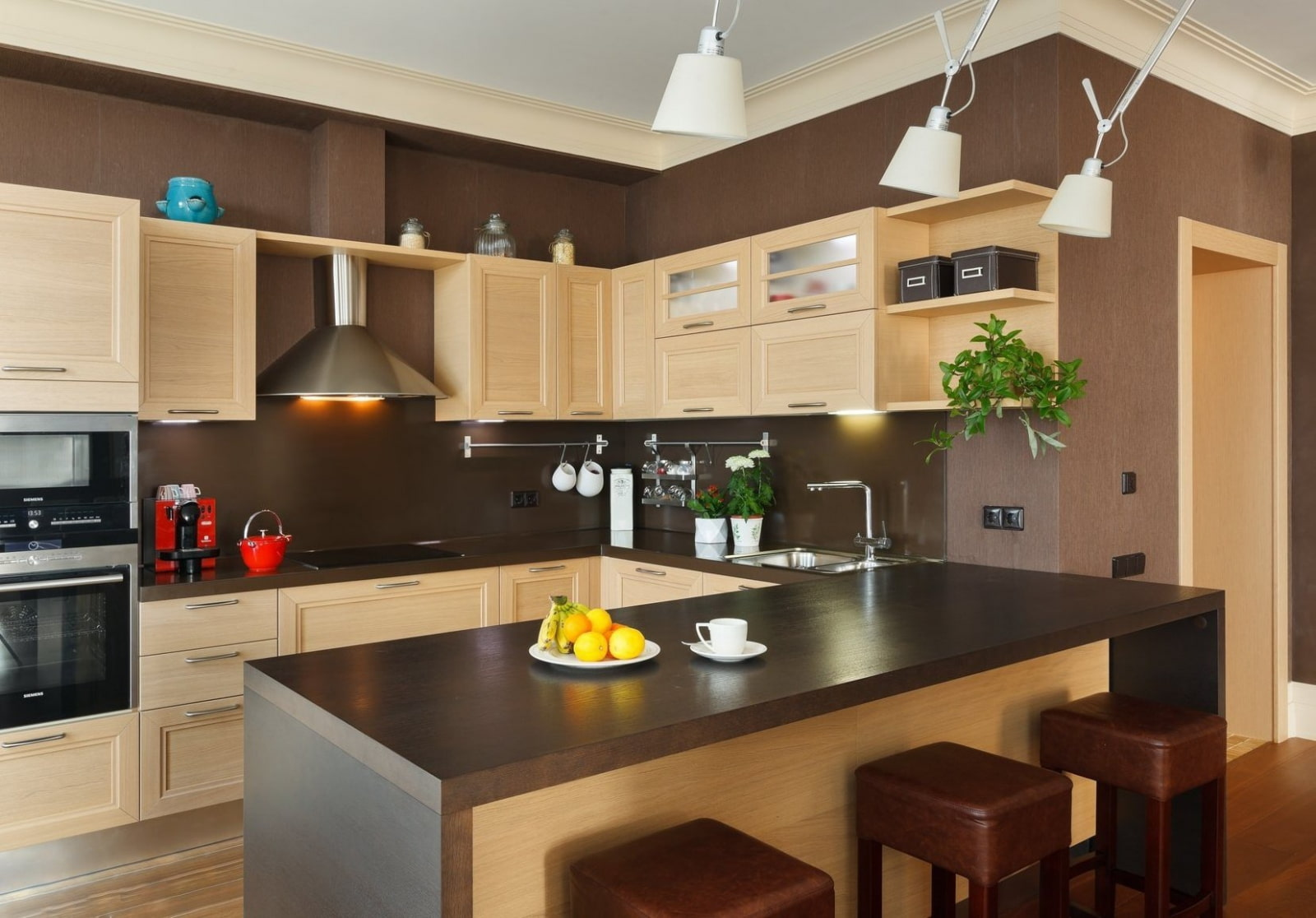 шоколадно ванильный цвет стен на кухне