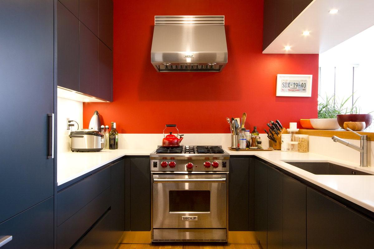 красный цвет стен на кухне