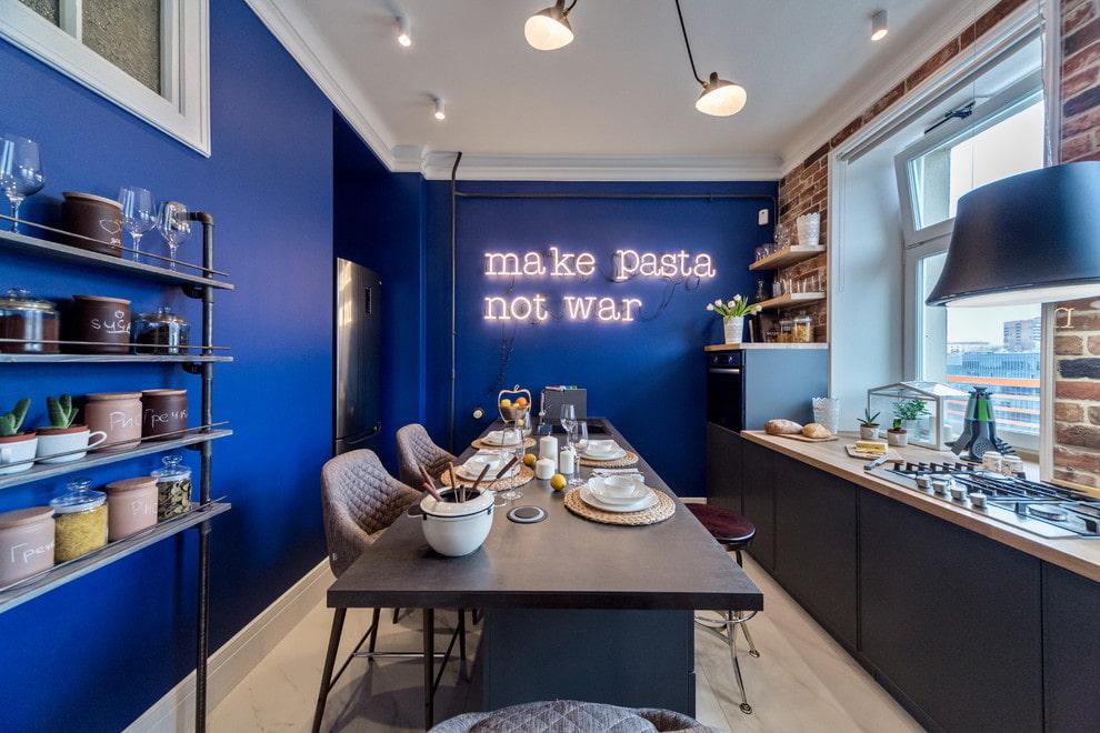 синий цвет стен на кухне