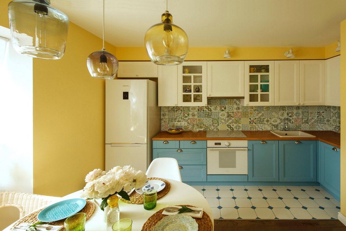 жёлтый цвет стен на кухне
