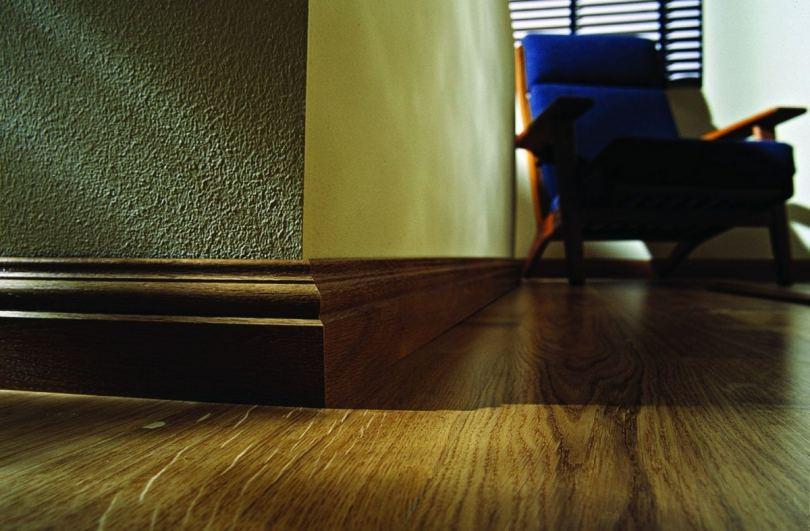 деревянный плинтус идеи фото