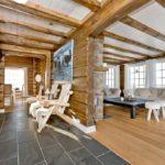 деревянный плинтус в частном доме декор