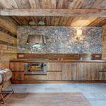 деревянный плинтус в частном доме декор идеи
