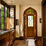 деревянный плинтус в частном доме интерьер