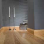 деревянный плинтус в частном доме идеи фото