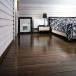 деревянный плинтус в частном доме варианты