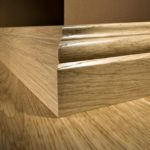 деревянный плинтус в частном доме виды идеи