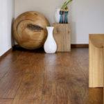 деревянный плинтус в частном доме дизайн