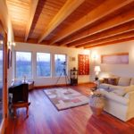 деревянный плинтус в частном доме дизайн фото