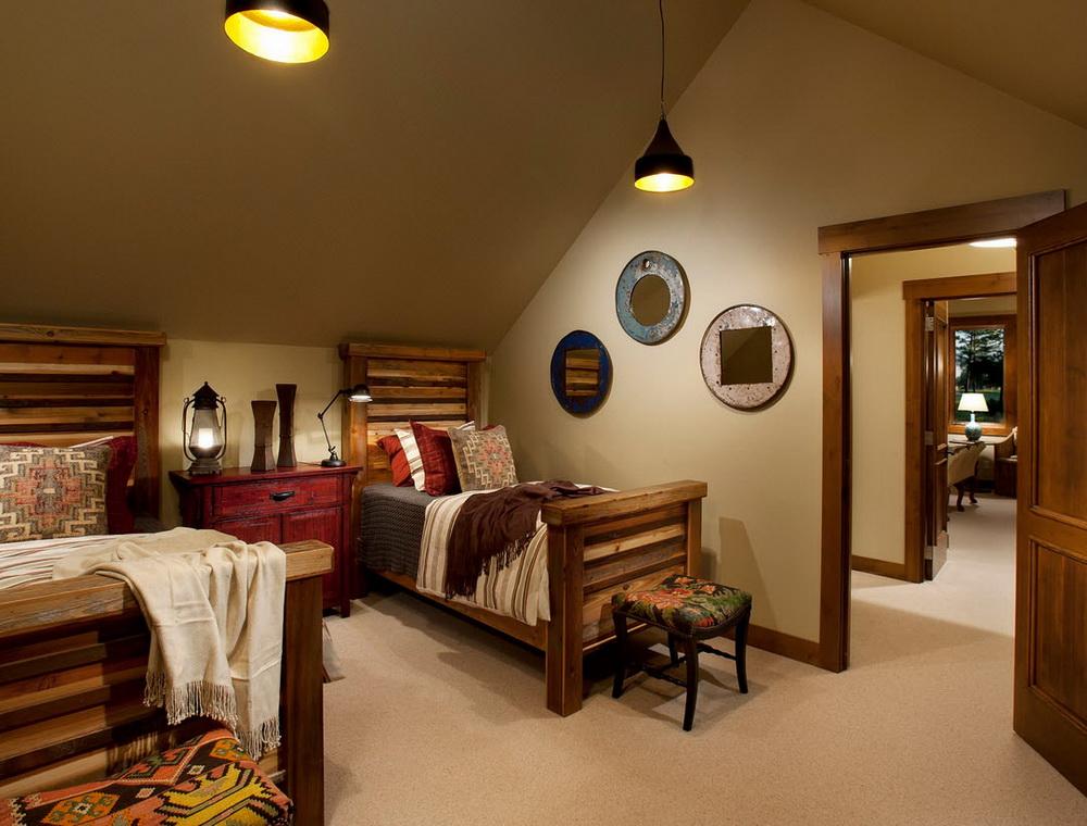 деревянный плинтус в интерьере дома