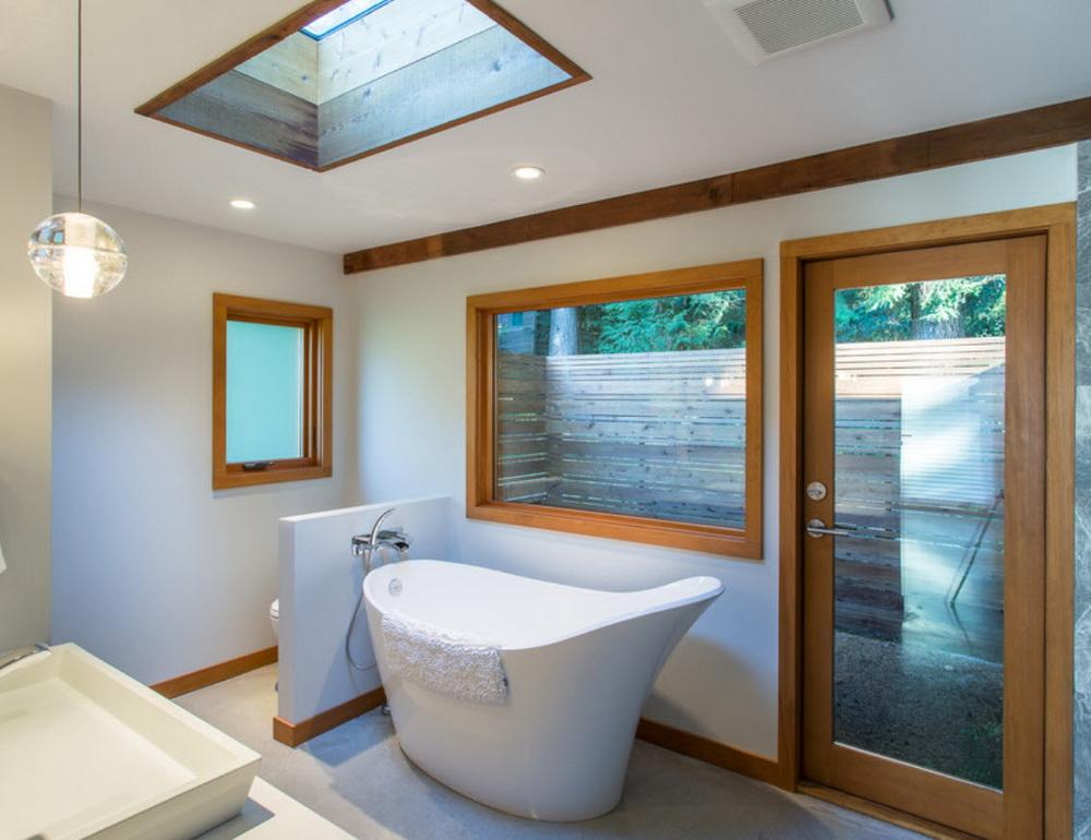 деревянный плинтус в ванной