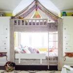 кровать с балдахином интерьер