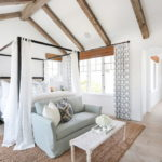 кровать с балдахином интерьер фото