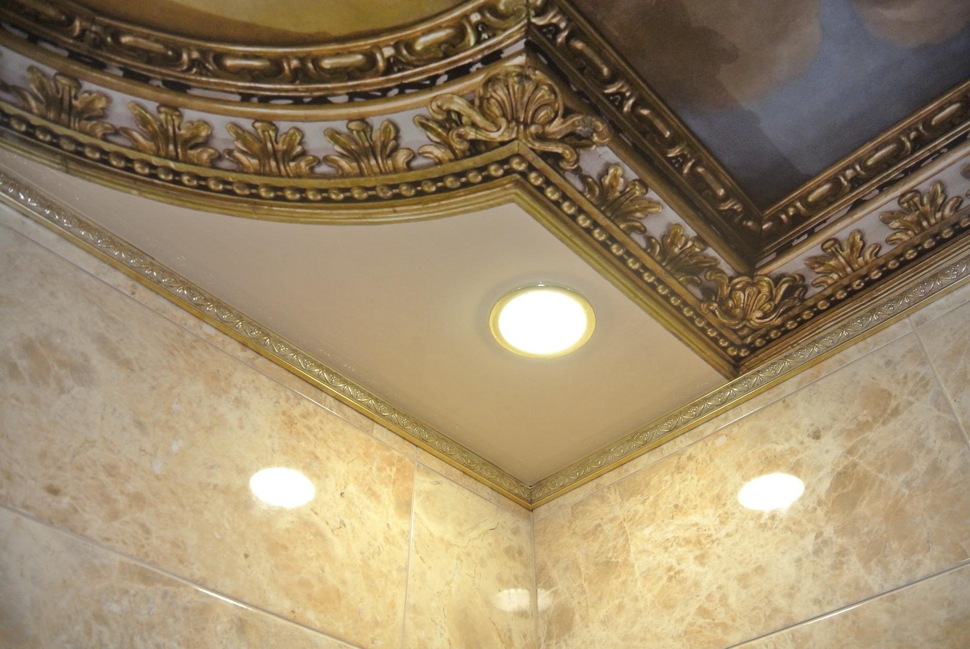 потолки с бордюром фото домов стиле