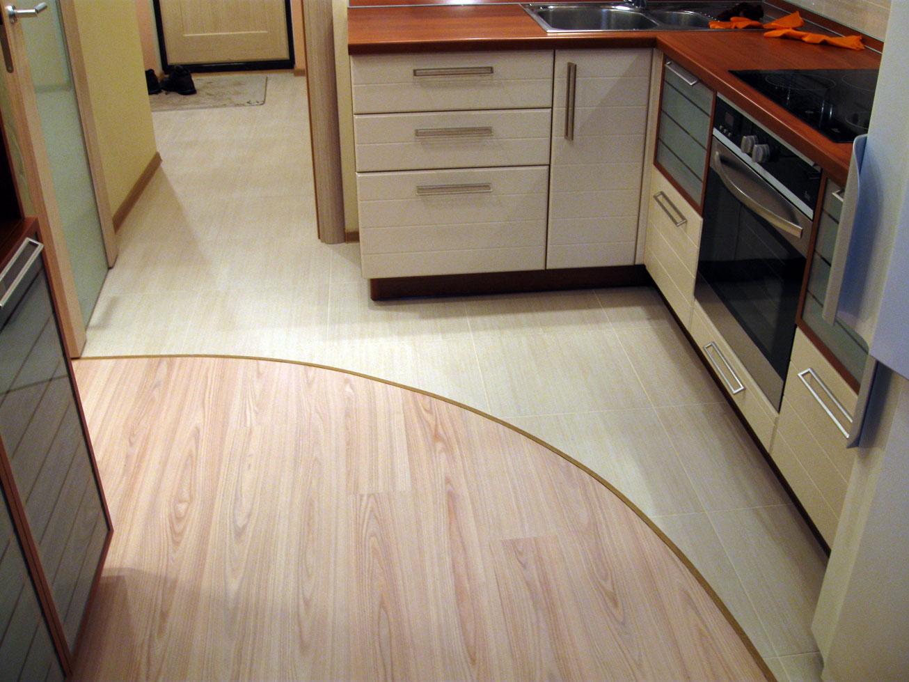 плитка с ламинатом на кухне