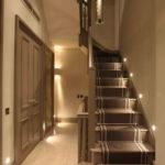подсветка лестницы в частном доме декор