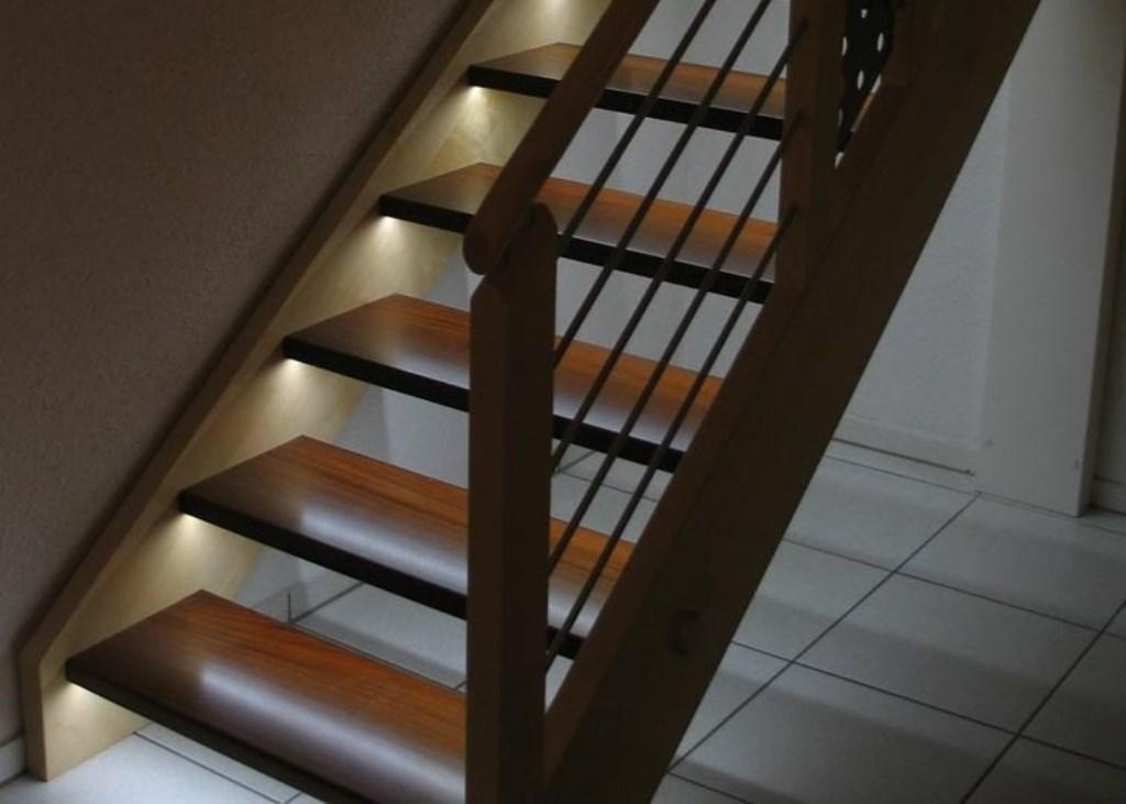 подсветка лестницы в подступенниках